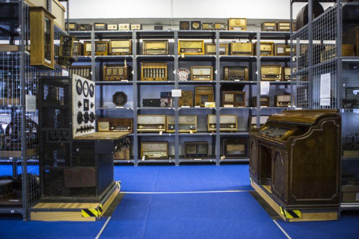 régi rádiók a Műszaki Tanulmánytár második termében