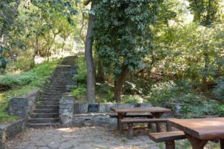 Zrínyi Ilona pihenőhely a Bujdosók lépcsőjénél