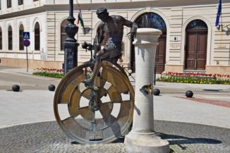 Testvérvárosok kútja a nagykanizsai Erzsébet téren