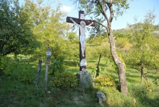 kereszt a Csobáncra vezető zöld jelzésű turistaút mentén