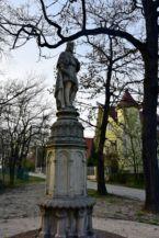 Szent Imre szobor a Szent István plébániatemplom előtt