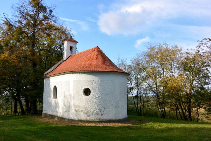 a holládi Szent Donát-kápolna hátsó oldala