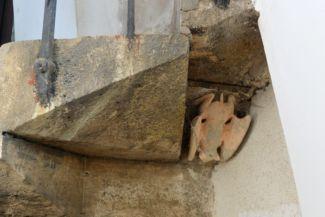 denevérszobor a felső csigalépcső alatt