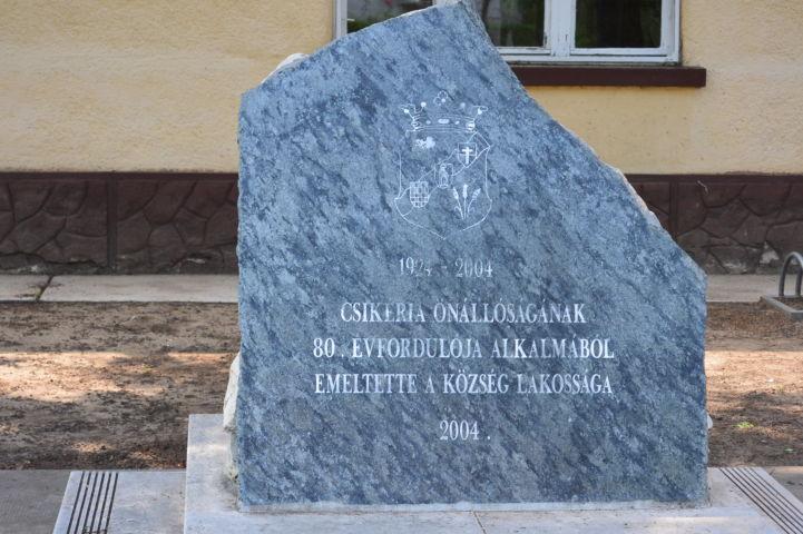 Csikéria önnállóságának emlékműve