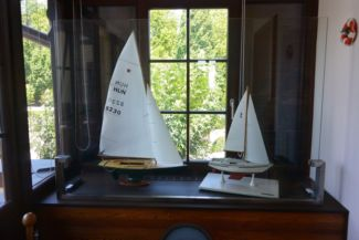 sail models; the one in the right is the same type with which Nándor Fa sailed around the globe