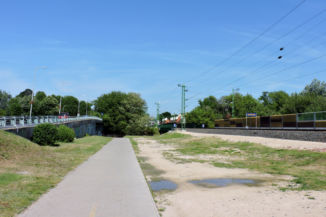 bicikliút a sínek mentén