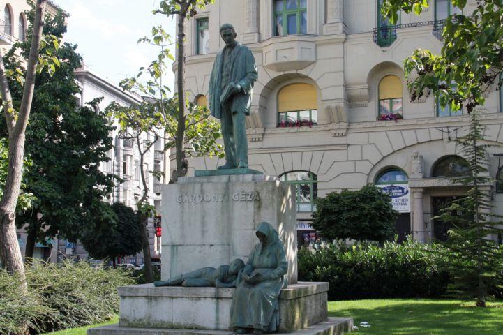Gárdonyi Géza-szobor