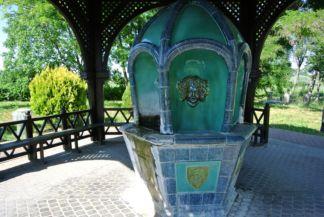 a balfi gyógyvíz nyilvános ivókútja a Balfi víz palackozóüzem mellett