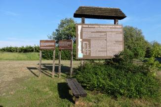 a Töreki Halastavak Természetvédelmi Terület ismertető táblája