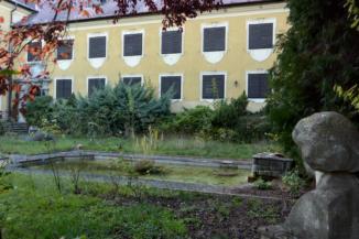 apró szökőkút a balatongyöröki Festetics (II.) Tasziló-kastély kertjében