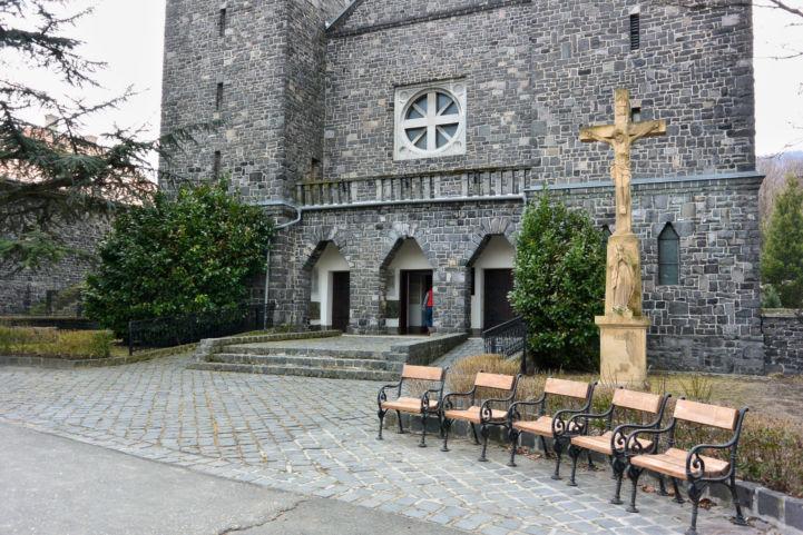 a badacsonytomaji Szent Imre bazalttemplom bejárata