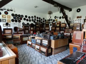 """""""rádiózási"""" kiállítás a Haszmann Pál Múzeumban"""