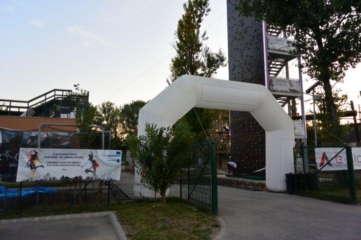 A Balatonfüredi Bringa- és Kalandpark bejárata