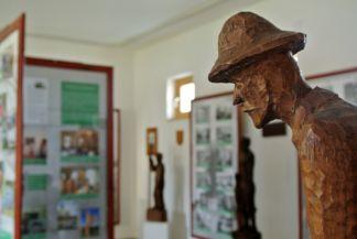 fegyencek faragta szobor a Pálos múzeum és Börtönmúzeumban