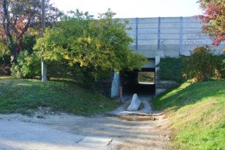 az Egervári utca M7-es alatti átjárója