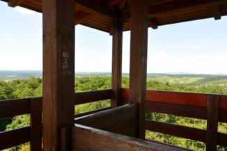 panoráma a Balaton-felvidék felé az alsóörsi Csere-hegyi kilátóból