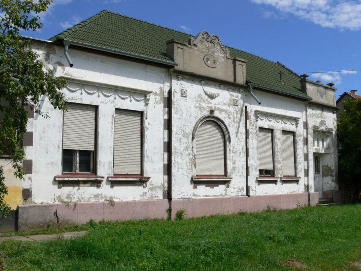 romos, régen díszes ház homlokzata