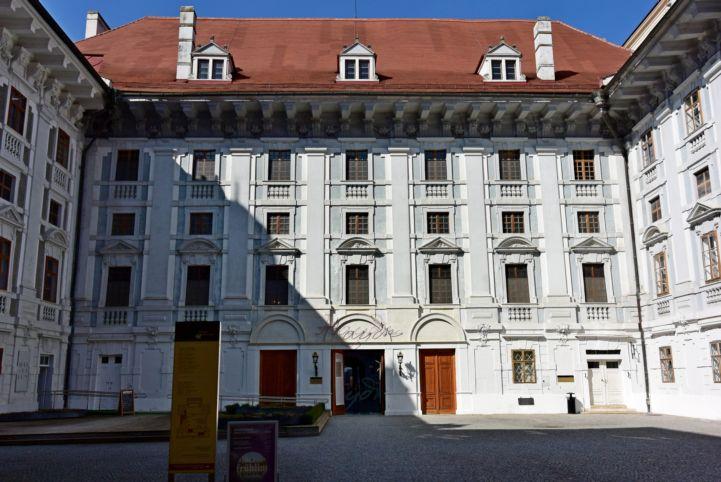Esterházy-kastély belső udvara