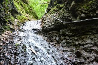 lezúduló víz tavasszal a Rám-szakadékban