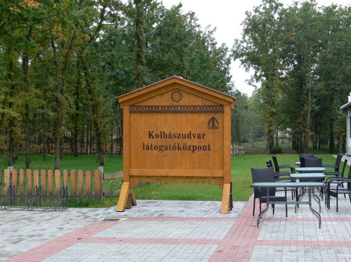 Kolbászudvar látogatóközpont a CsabaParkban
