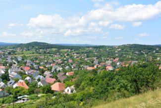 Balatonfüred látképe a Tamás-hegyi kereszttől