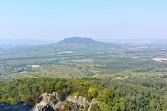 kilátás a Szent György-hegyre a Badacsonyról