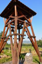 harangláb a Hármas-hegy és Badacsony közti turistaúton