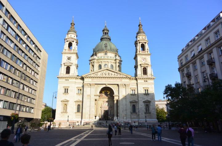 a Bazilika a Szent István tér felől