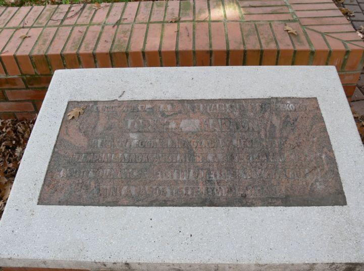 Lőrincz Márton-emléktábla az Olimpiai tölgynél