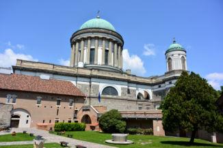 a Bazilika a Vármúzeum felől