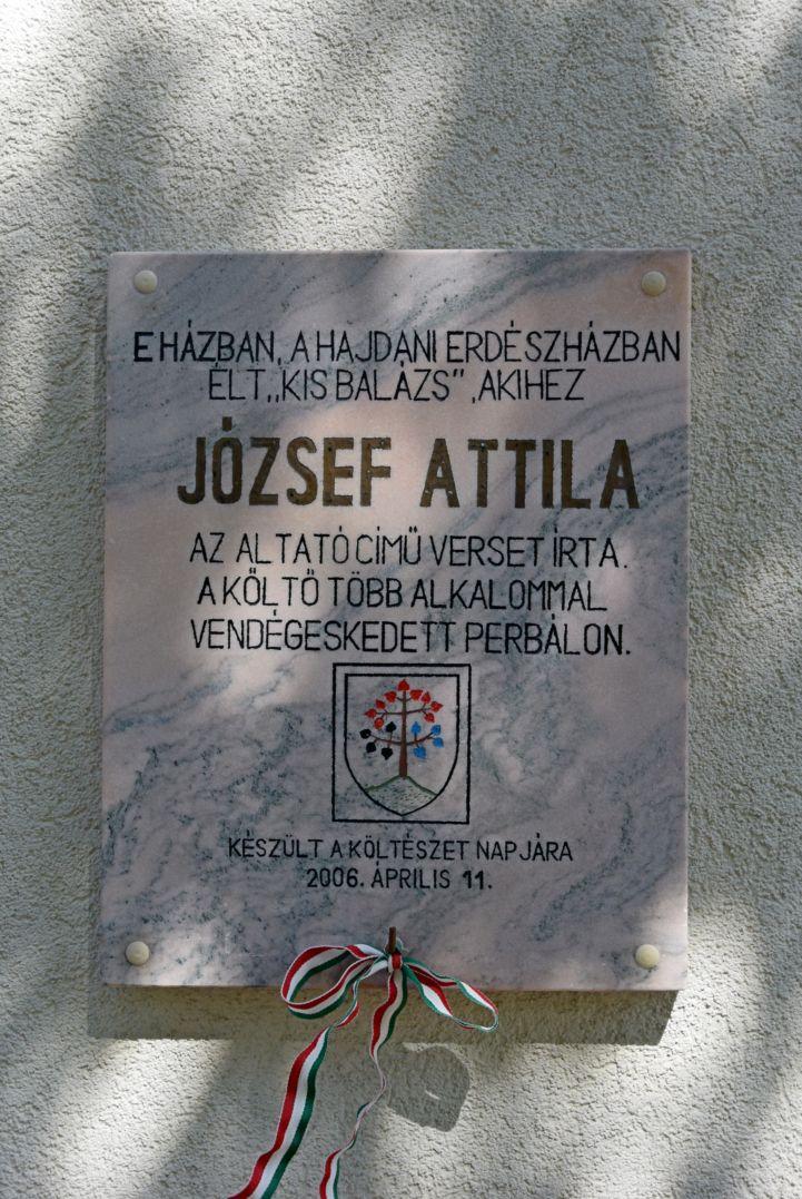 József Attila emléktábla