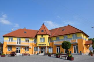 Újudvar Községháza