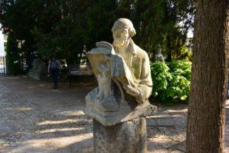 A tudós című szobor