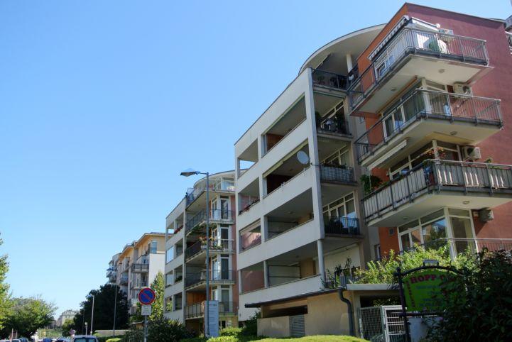 lakóházak a Nádorliget utcán