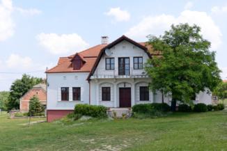 ház a falu Veszprém felőli végén