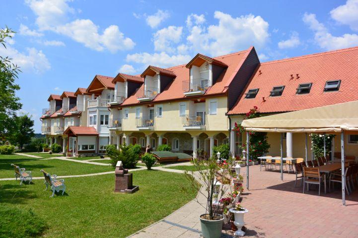 Bakony hotel udvara