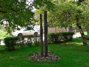 Kettős kopjafa 1956 emlékére