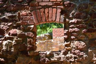 salföldi pálos kolostor rom egyik ablaka