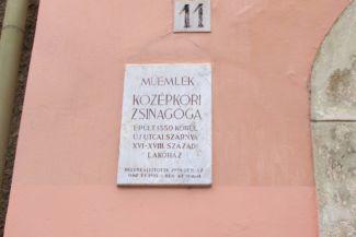 emléktábla az Újzsinagóga falán