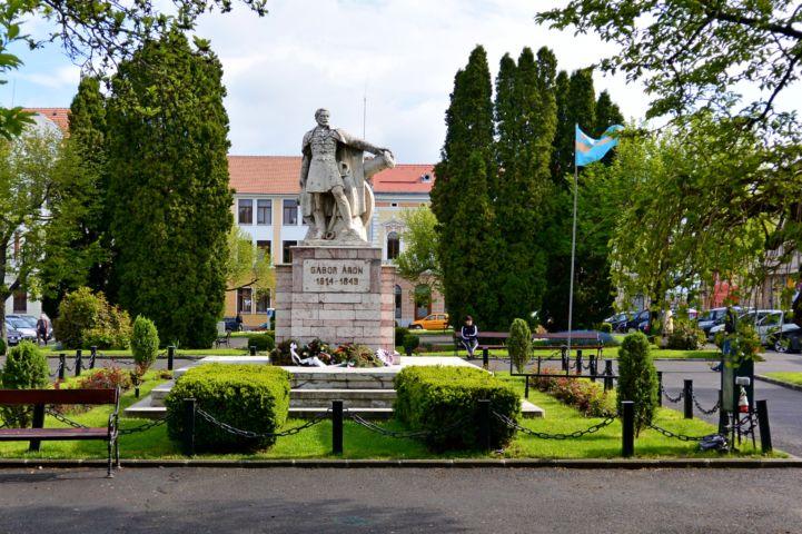 Gábor Áron szobor