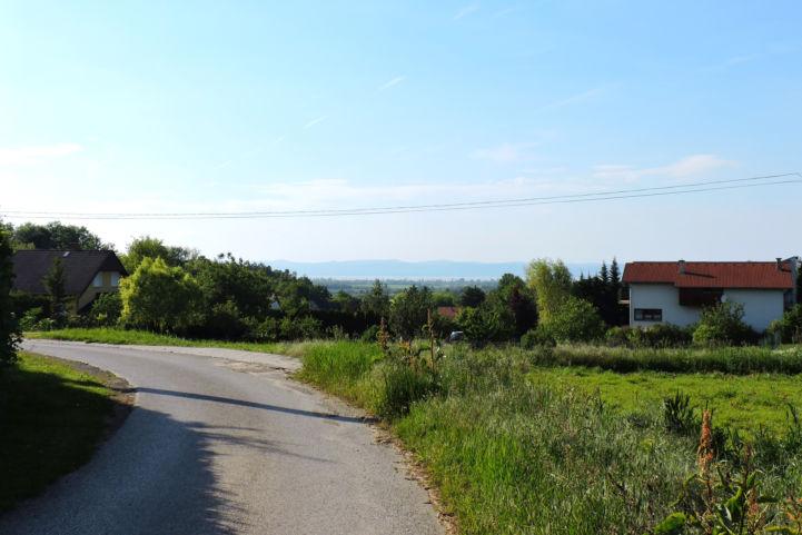 a Szőlőhegyi utcáról látható panorámában még a Balaton és az északi part hegyvonulatai is feltűnnek