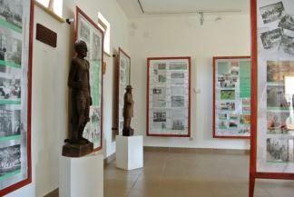 fegyencek faragta szobrok a Pálos múzeum és Börtönmúzeumban