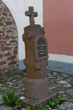 II. világháborús emlékmű a Loyolai Szent Ignác-templom előtt