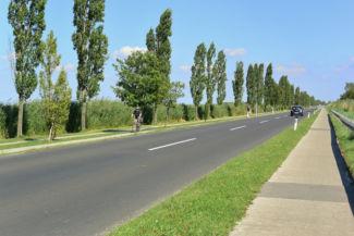 kerékpárút a városból a tó felé