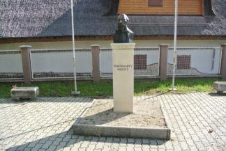 Vörösmarty Mihály mellszobra