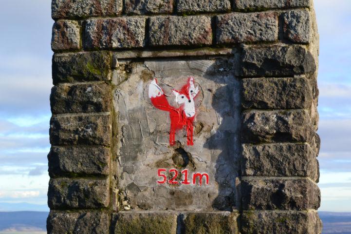 Vörös-kő emlékoszlop