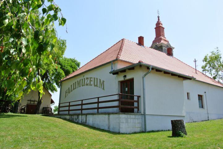 falumúzeum és az evangélikus templom
