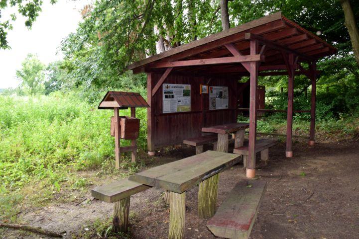 Bunkerpark bejárata a Páka és Csömödér közti erdőben