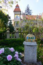 a Szent Korona mozaikos másolata a Bory-vár kertjében