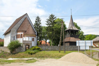 Árpád-kori körtemplom és fa harangláb Szalonna községben